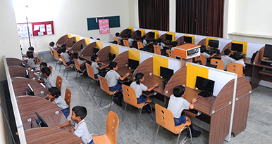 With the evolution of technology, children need to be computer – savvy. Chitrakoota has a fully-equipped computer lab.